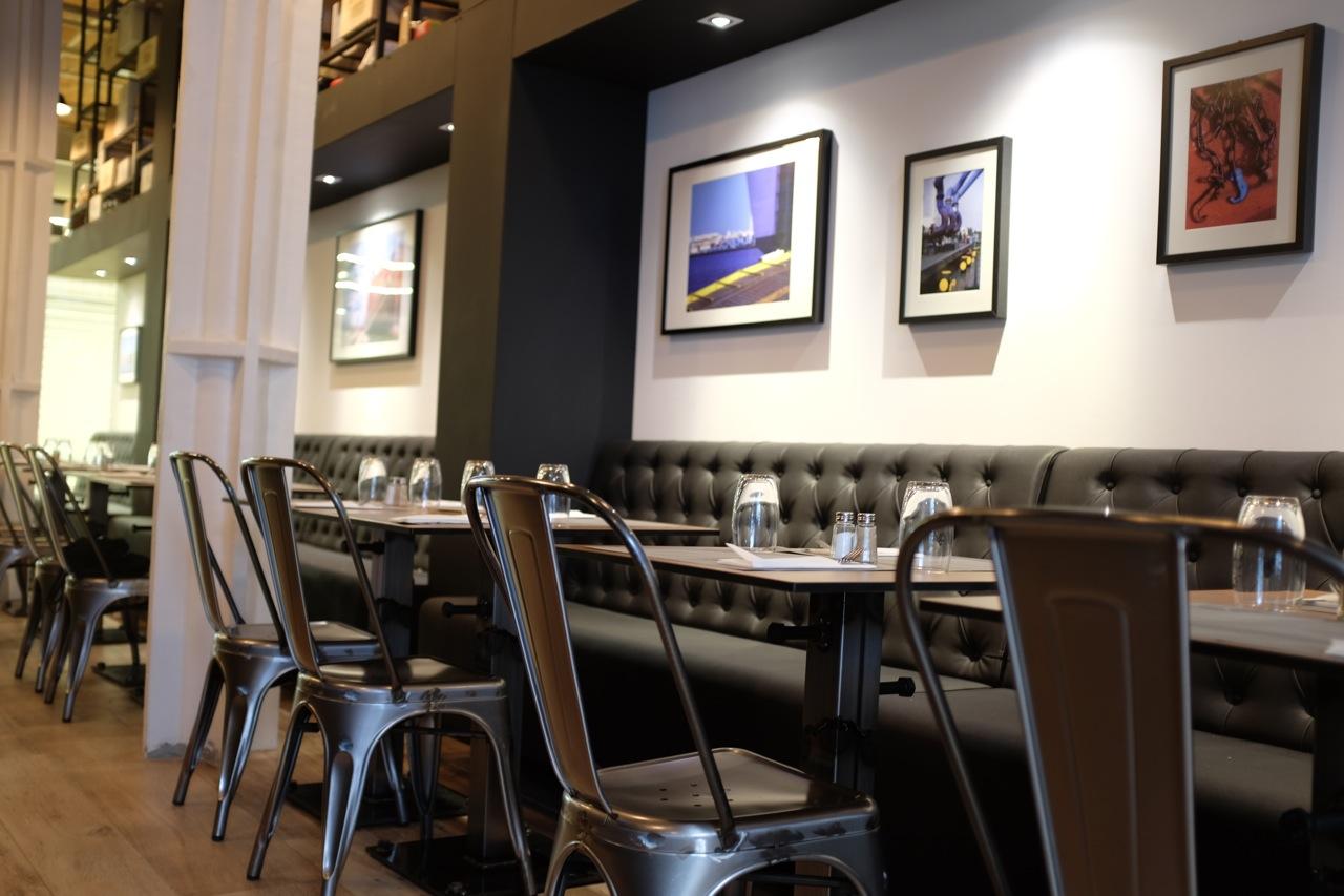 restaurant marseille comptoir des docks love spots. Black Bedroom Furniture Sets. Home Design Ideas