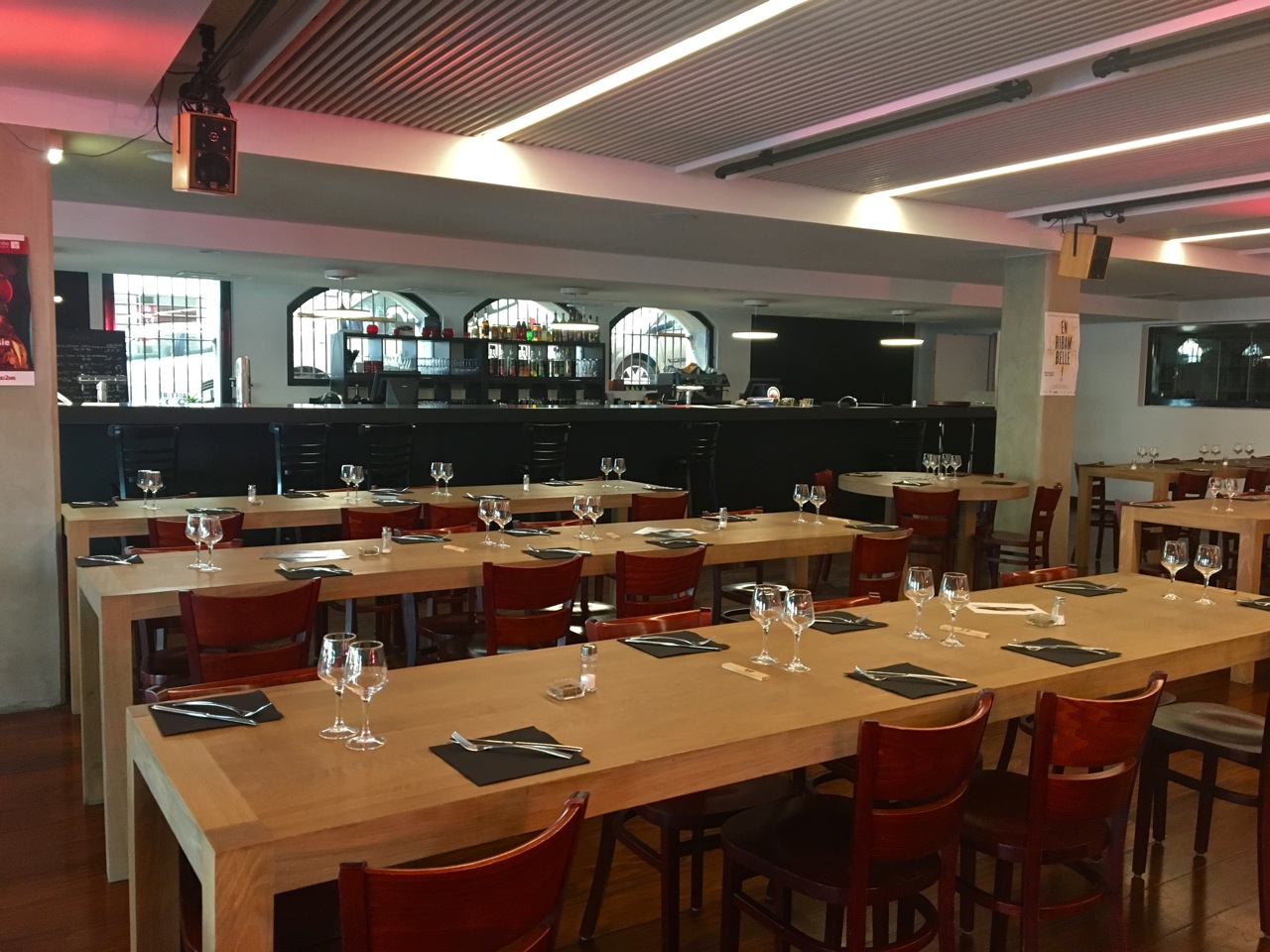 Restaurant vieux port les grandes tables de la cri e - Les grandes tables de la friche ...